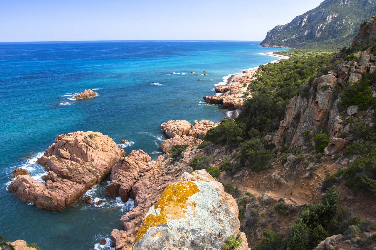 Vacanze in Sardegna low cost: risparmiare sul traghetto e su tutto il resto