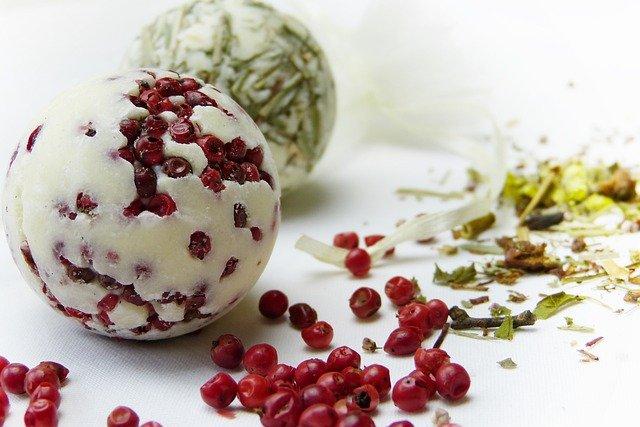 Gli effetti benefici di frutta rossa e arachidi