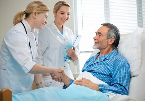 Cosa significa e come si diventa OSS (Operatore Socio Sanitario)