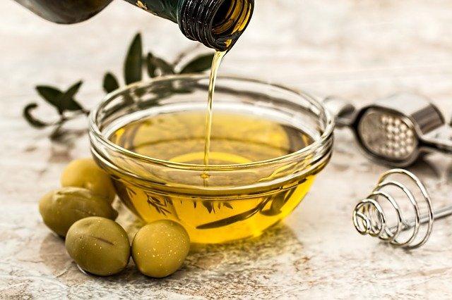La guida all' oliera salva goccia in cucina